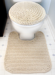 Crochet_toilet_seat_cover_and_contour_rug_small
