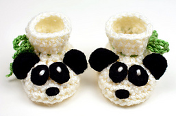 Crochet_baby_panda_booties_small_best_fit