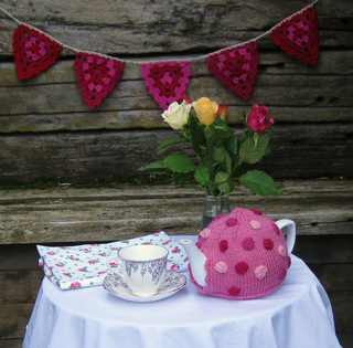 May_2011_polka_dot_tea_pot__3__small2