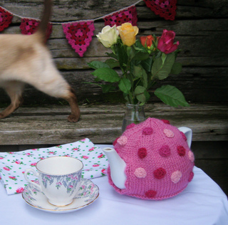 May_2011_polka_dot_tea_pot__7__small2