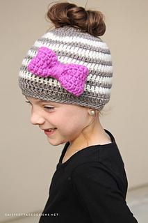Messy-bun-hat-crochet-pattern-side_small2