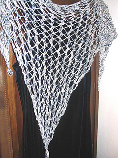 Hole-y_triangle_scarf_larger_small2