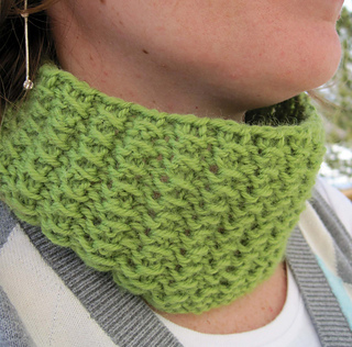 Lazy_afternoon_cowl_on_c_front_side_small2