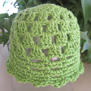 Pretty_little_baby_hat_green_1_small2