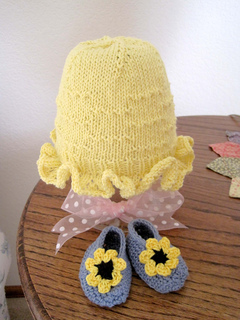 Sunny_day_mob_cap_w_shoes_on_table_small2