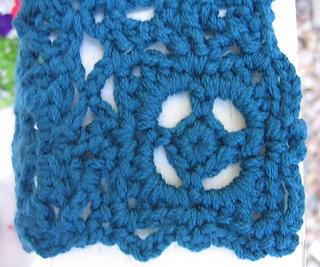 Old_world_scarf_motif_closeup_small2