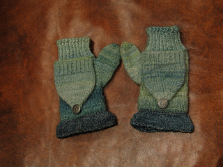 Rhea_s_mitts_-_finally_001_small2