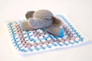 Elephant-snuggle-02_small2