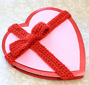 Decroted-valentine-heart-with-crochet-bow-pattern-4_small_best_fit