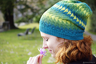 Dingle_hat_donnarossa_designs-side_view_park_flower_small2