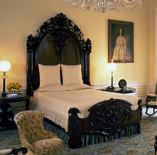 Lincoln_bedroom_bed_small2