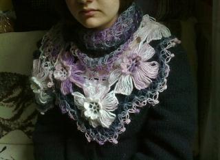 Flower Power Shawl pattern by Ekin Deniz