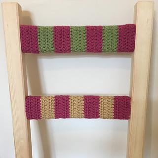 Pink_green_gold_crochet_chair_small2