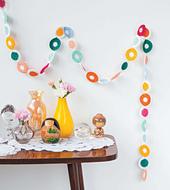 Crochet_home_-_polka_dot_streamer_beauty_image_small_best_fit