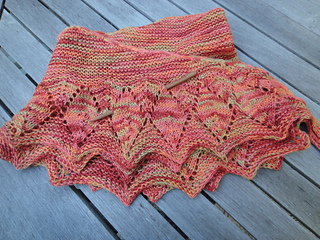 Leaves_on_the_vine_shawl
