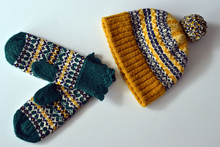 Anstruther-hat-and-mittens-white-background-web_small2