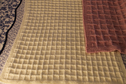 Cream_dk_weight_blanket_full_view_small_best_fit