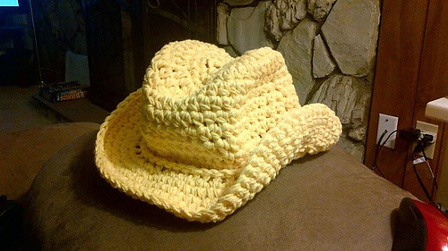 Yellow_cowboy_hat_medium