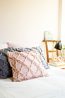 Lace_pillows-3_small2