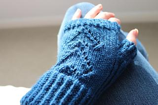 Handknitted_fingerless_gloves_small2