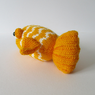 George_the_goldfish_img_0764_small2
