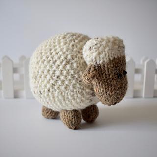 Moss_the_sheep_dsc_0003_small2