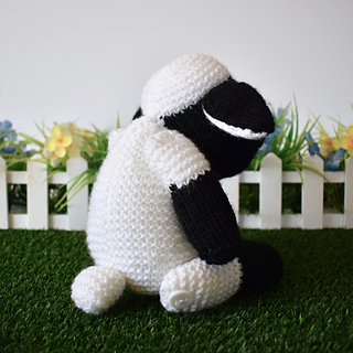 Ally_the_sheep_dsc_0011_small2