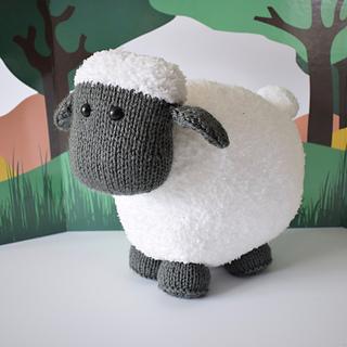 Brenda_the__sheep_dsc_0008_small2