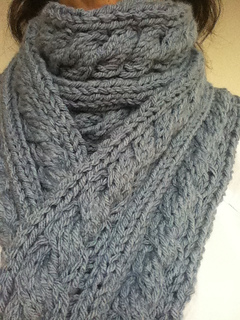 Giant_cable_scarf_2_small2