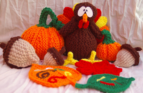 Turkey_pumpkin_acorns_fall_leaves_medium