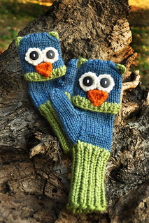 Blue_and_green_bird_mittens_small2