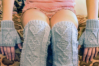 Heart_warmers_knitted_legwarmers_knitting_pattern_3_small2