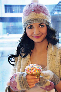 Sweeter_than_a_cupcake_knitted_hat_and_mittens_cupcake_knitting_pattern_4_small2