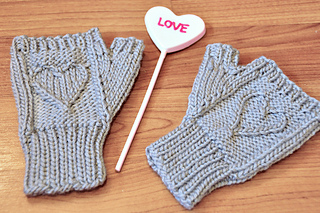 Heart_warmers_knitted_mini_mitts_knitting_pattern_14_small2