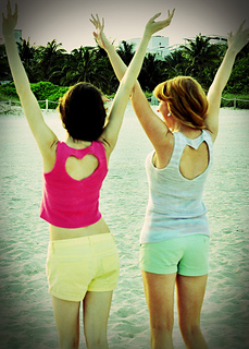 Heart_back_knitted_tank_tops_beach_small2