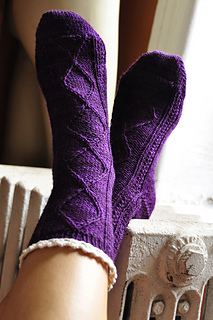Diamond_in_the_ruffle_cable_ankle_socks_knitting_pattern_1_small2