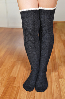 Diamond_in_the_ruffle_cable_knit_over_the_knee_socks_knitting_pattern_2_small2