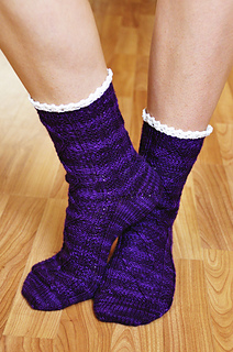 Diamond_in_the_ruffle_cable_ankle_socks_knitting_pattern_4_small2