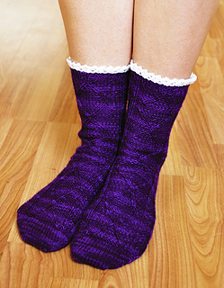 Diamond_in_the_ruffle_cable_ankle_socks_knitting_pattern_5_crop_small2