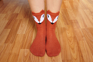 Pawsome_pals_knitted_fox_socks_with_ears_knitting_pattern_1_small2
