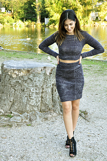 Crop_it_like_its_hot_cable_knit_crop_top_and_pencil_skirt_knitting_pattern_6_small2