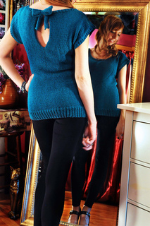 Keyhole_back_sweater_with_bow_small2