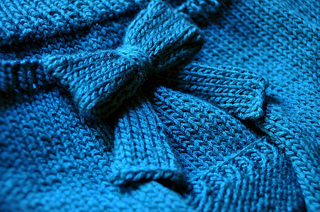 Knitted_bow_sweater_small2