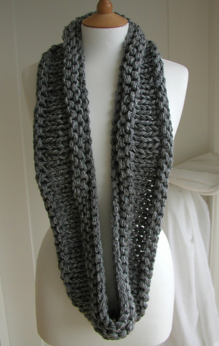 Ravelry Steel Grey Chunky Circular Scarf Pattern By Julia