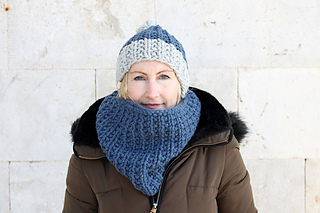 Ravelry Women S Bobble Hat And Scarf Pattern By Louise Bollanos