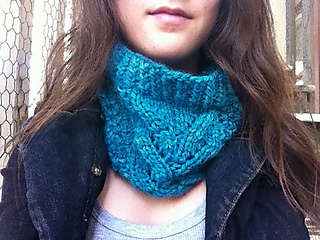 Airy_alpaca_cowl_2_small2
