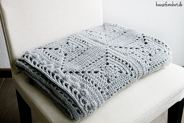 Ravelry: Grey Granny Square Decke pattern by Romina Müller
