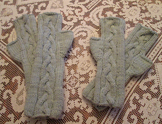 ca8c6358df39 Ravelry  S il Vous Plait! Fingerless Gloves pattern by Karen Walker