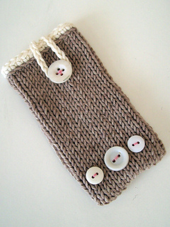 Knitted_phone_cover_small2