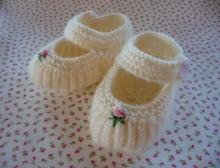 Ravelry: Teeny Tiny Mary Jane Booties pattern by Annie Cholewa